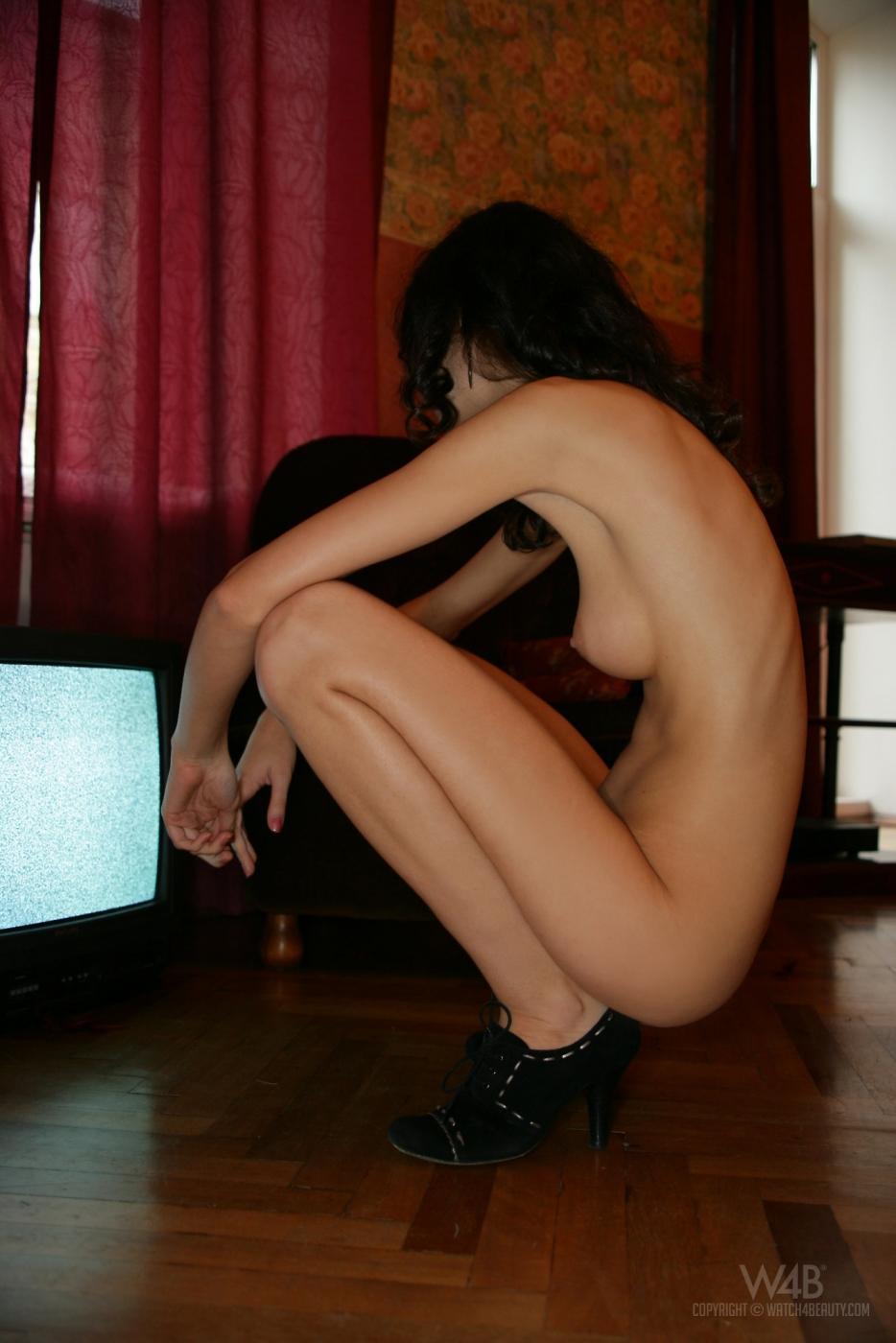 Сексуальная детка Elma Nubiles желает демонстрировать свою невероятно похотливую щелку