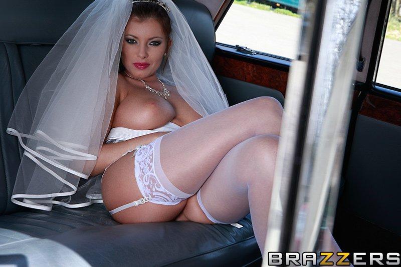 Донна Белл ебется с водителем лимузина в жопу