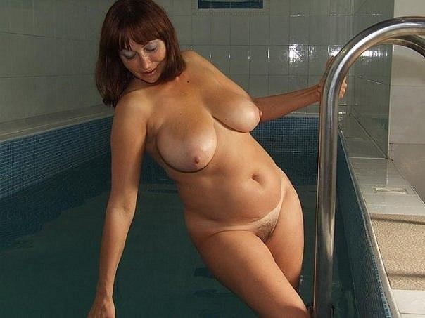 Пышные сучки обожают заняться сексом на досуге