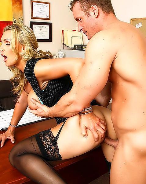 Секс в офисе, подчиненную выебали всем колективом